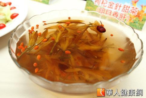 【枸杞金針甜茶】:消暑解渴。(攝影/黃志文)