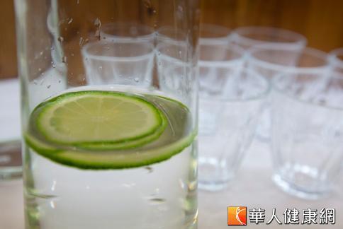 檸檬含有類黃酮素,可阻止低密度膽固醇氧化,達到預防心血管疾病的作用。(攝影/黃志文)