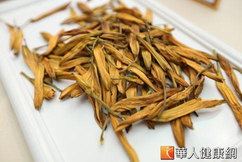 金針花富含維生素A、B1、B2、鐵質等成分,是一道入菜的好食材。(攝影/黃志文)