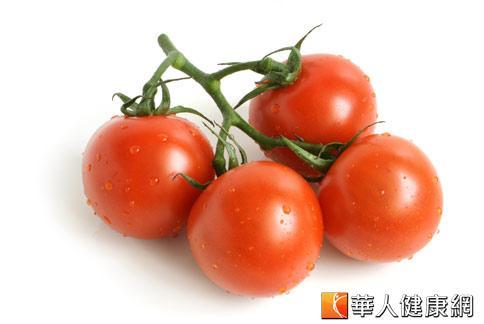 番茄含有大量能氧化脂肪的亞油酸,榨汁喝可降血糖。