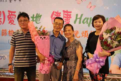 76歲的王一泓擔任抗癌大使,現身說法鼓勵民眾踴躍參加健康篩檢活動。(圖片提供/台中市衛生局)