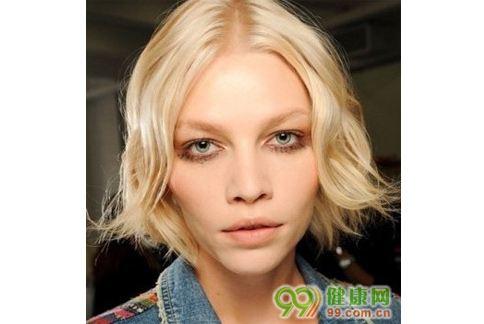 黑眼圈、粉刺消不掉,都有可能是肌膚老化的信號。(圖片提供/99健康網)