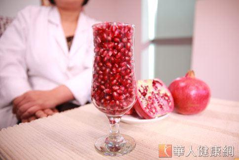 紅石榴是水果中的紅寶石,具有高效的抗老功能,深受消費者所青睞。(攝影/賴羿舟)