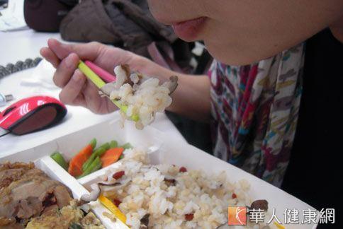 便當微波後,不僅無法去除致癌物質,飯菜的營養價值還會流失。(圖片/本網站資料照片)