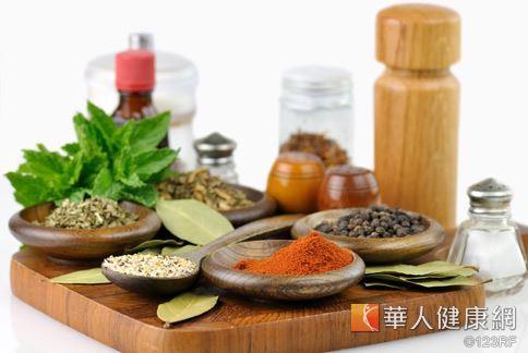 薑黃素是印度常見的香料,可以促進新陳代謝,也有幫助減重的效果。