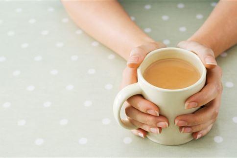 國外研究發現,長期有飲茶習慣的女性,在罹患卵巢癌的比例上明顯降低。(圖片/取材自英國《每日電訊報》)