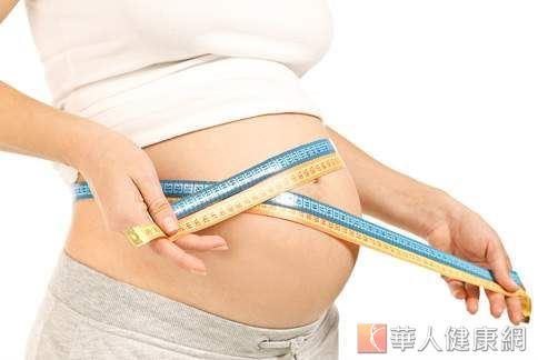 「一人吃、兩人補」的觀念深植華人世界,不過,這樣的觀念並不正確,甚至易導致胎兒營養過剩、肥胖的問題,增加難產的風險。