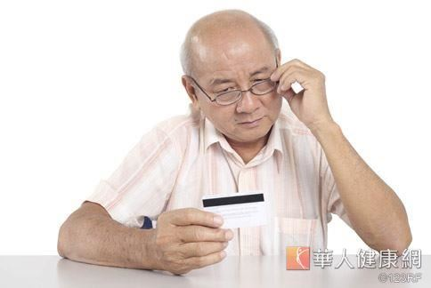 黃斑部病變好發老年族群,常讓眼睛視力扭曲變形。