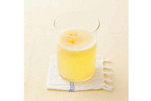 美白芒橙飲中芒果的β- 胡蘿蔔素、維生素E 能鎖住肌膚水分,和柳橙的維生素C 一起打造無斑亮麗白肌。