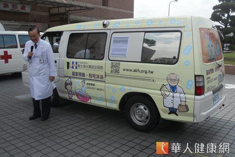新光醫院院長侯勝茂(如圖)表示,到宅沐浴車服務,主要是針對無法洗澡的植物人、中風病人、癌末患者等失能病人,提供到宅沐浴服務。(攝影/張世傑)