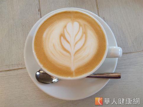 咖啡中的抗氧化綠原酸能促進新陳代謝,能抑制體重增加。