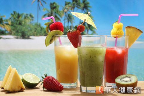 現代人常有消化不良的困擾,餐後30分鐘飲用含渣蔬果汁,有助於促進腸道蠕動,減輕消化不良的症狀。