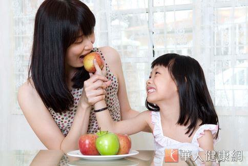 胃酸過多也可吃鹼性食物酸鹼中和,但營養師提醒只限制於胃有灼熱感的胃酸過多患者,且每次攝取量不宜過多。