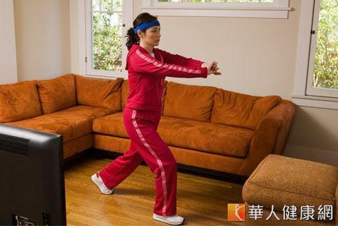 多運動可以促進熱量消耗,且能提高基礎代謝率,持續規律的運動,讓身體熱量消耗增加,就能突破停滯期的困擾,使體重繼續下降。