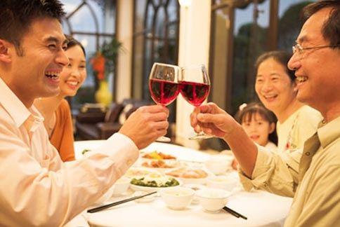 舉辦派對,不妨利用簡易方便又快速料理的食材,做出許多變化的創意派對料理。