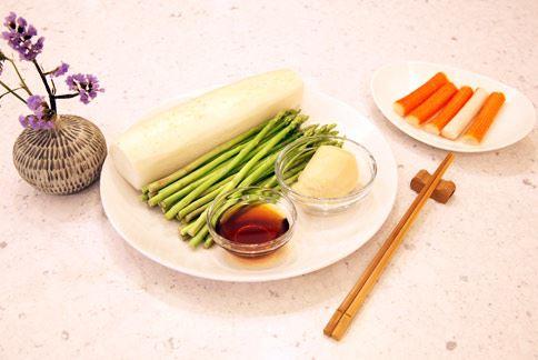 選擇有合格認證的廠商,及當季容易取得的食材,例如,美生菜、番茄、蘿蔔或者豆腐等,都是相當應景的夏季當令食材。