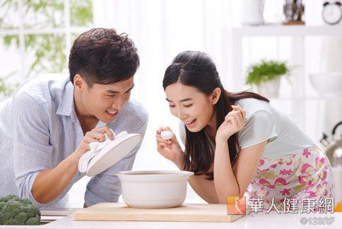 常飲食當中,要盡量減少「重口味」與「澱粉類」的食物。