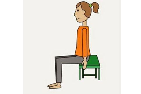 用手支撐全身,數到3,抬起膝蓋,再數到3,回復到原來的姿勢。(圖片提供/39建康網)
