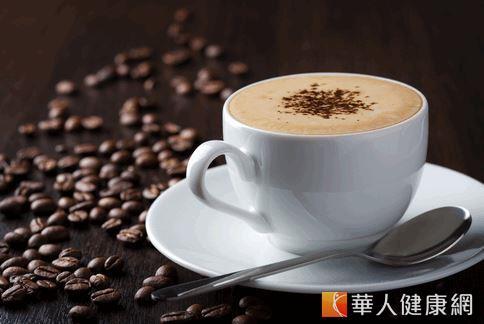 美國營養師引述研究報告指出,運動前後適量攝取咖啡因可以幫助燃燒熱量,增進血液循環,並減少肌肉痠痛的情形。