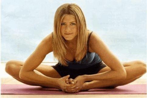 美國女星珍妮佛安妮斯頓是熱瑜珈愛好者。(圖片/取材自美國娛樂網站《Examiner.com》)