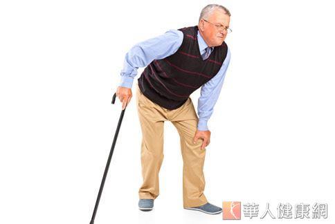 你家長輩有走路步伐變小、行動變緩慢的問題嗎?當心!上述這些常被誤認為人體自然老化所引起的正常現象可能是帕金森氏症的前兆。