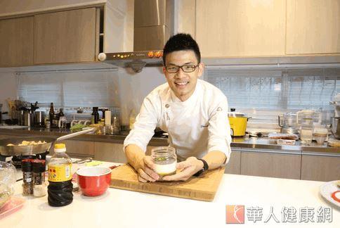 廚師李建軒參與設計出三道高鈣又可口的餐點,又容易入口,特別適合銀髮族。