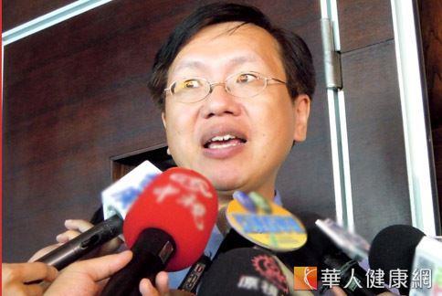 家醫科醫師陳皇光表示,護肝除了要攝取足夠的膳食纖維,平時應培養規律的運動習慣、適度減重。