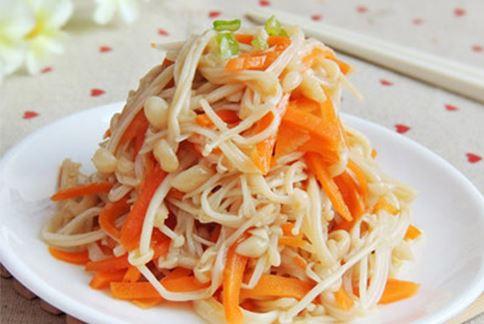 胡蘿蔔拌金針菇簡單好做又好吃。(圖片提供/39建康網)