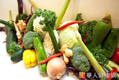 若已不小心吃下地溝油製成的食品,消費者也不用太過恐慌,可以選擇補充水分、食用有抗氧化作用的新鮮蔬果來幫助代謝有毒物質。