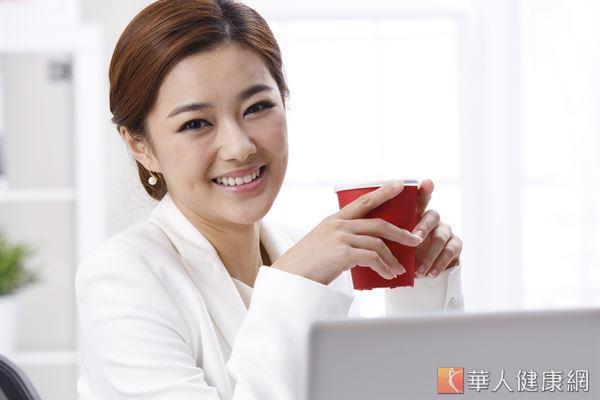 上班族想要提振精神,可適度攝取葛根菊花茶,提升大腦供氧量。