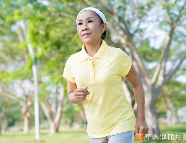慢跑被歸類為心肺運動,可以說是最適合拿來甩油的選擇。