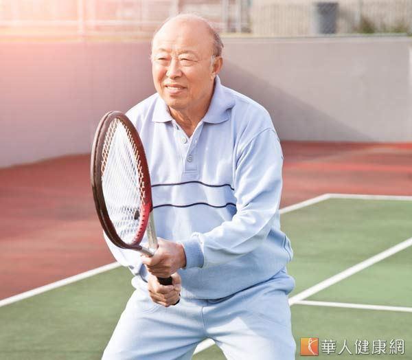 打網球對於塑腰也很有好處。