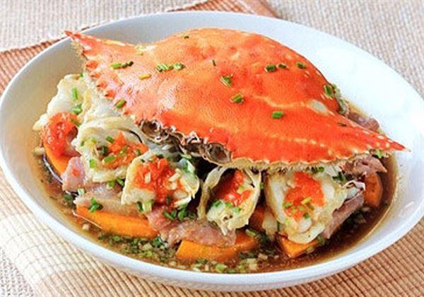南瓜鹹肉蒸蟹的組成既應景,又美味、好吃。(圖片/39健康網)