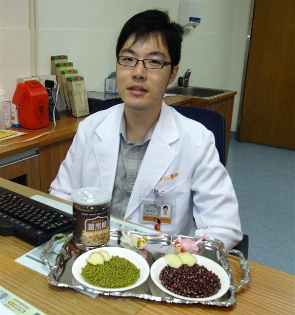 陳彥仁中醫師建議,擔心劣質油毒素蓄積在體內的民眾,可用紅豆或綠豆煮生薑,飯後一碗有助解毒。(圖片提供/童綜合醫院)