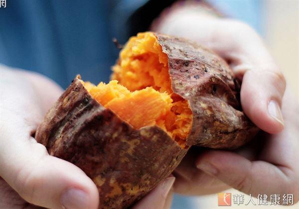 涼爽的秋日到來,來一顆燒燙燙、滋味甜美的烤番薯最應景。