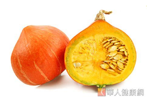 鋅主要存在南瓜籽殼內的膜上,所以食用南瓜時最好連皮帶籽一起吃。南瓜籽中也有豐富的植物雌激素(Phytoestrogen),能幫助停經後的婦女抗乳癌。