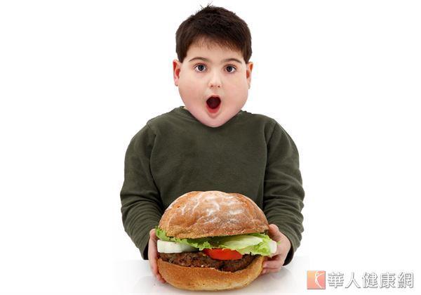 幫孩子控制體重灌輸正確飲食觀念、培養一個運動興趣非常重要。
