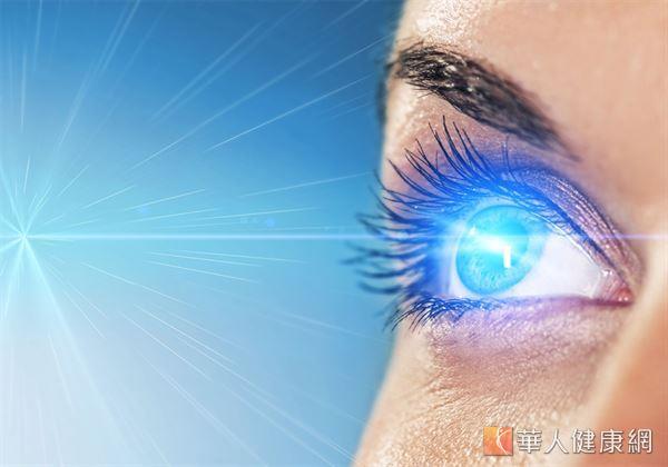 日常減少、預防眼睛過度曝曬於強烈陽光,或人造光源下的機會,都有助維護眼部的健康。