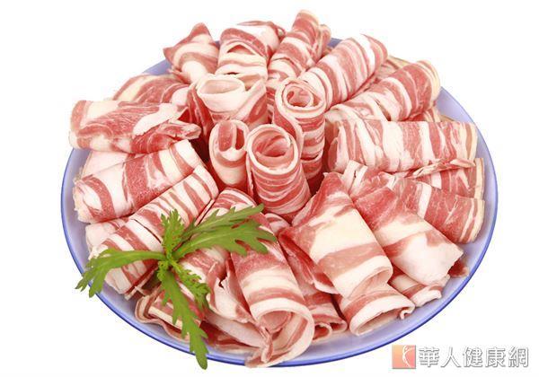在購買、挑選進補湯品所使用的肉品時,應盡量選擇瘦肉,避免五花肉、松坂肉等油脂較多的肉類。