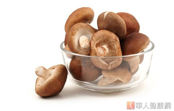 菇類食物對皮膚的最大功效在於抗氧化性,同時還能提高機體自身的免疫力。