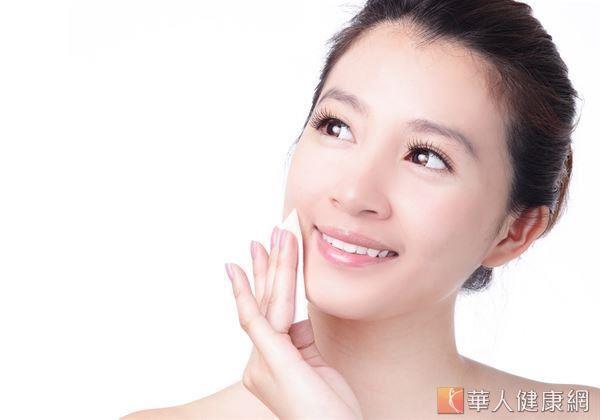 面部按摩能改善腫脹,使皮膚組織密實而富有彈性。