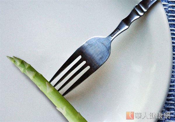 蘆筍,除了有低熱量、膳食纖維豐富的特性外,更有「葉酸寶庫」的稱號。