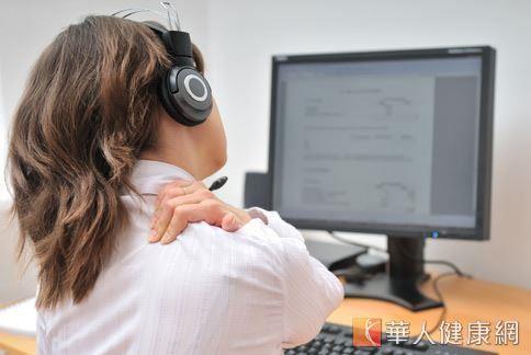 長時間打電腦、滑手機、姿勢不正確,以及運動傷害,都可能造成肩頸、腰痠背痛。