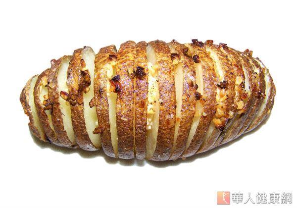 食用馬鈴薯時,最好能與白飯、麵條、麵包等主食相互替換,並選擇蒸煮、烘烤,以胡椒、鹽巴調味的方式食用較為適宜。