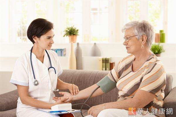 年長者或患有三高疾病的人,冬天更要按時量血壓,控制理想血壓值,預防心血管疾病惡化。