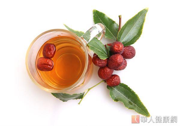 紅棗,味甘、性溫,歸脾、胃經,可補中益氣、養血安神,適度食用還有滋潤肌膚、益顏美容的作用。