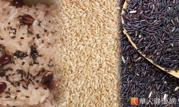 全穀類含有豐富纖維、維生素B群和多種抗氧化營養素,可預防失智症或延緩惡化。
