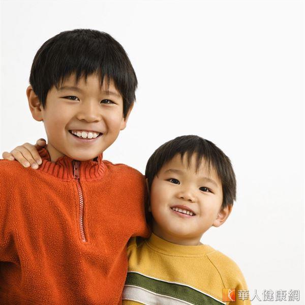 家長矮小,小孩未來身高不一定矮,但若輕忽性早熟的問題,可能錯失長得比遺傳身高更高的機會。