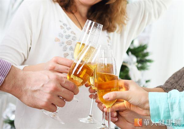 其實,只要注意不要過量、減少飲酒,在進用冷、熱食物間稍微空一段時間等要點,不但能滿足口腹,同時也有助減少胃腸負擔、常保健康。