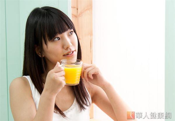 排卵期期間不妨自製陳玫妃中醫師推薦的消脂飲,補充所需的膳食纖維及維生素增加飽足感。